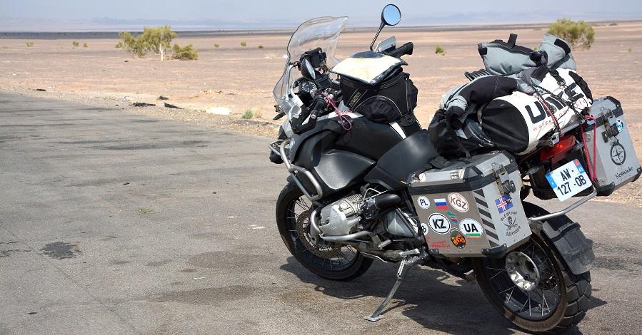 Accesorios esenciales para viajar en moto