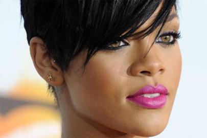 Rihanna juega a la ambigüedad sexual