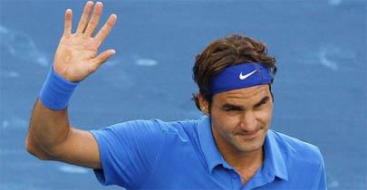 Federer reina en tierra azul