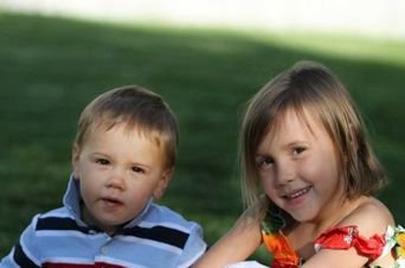 Una niña de cuatro años salva la vida de su hermano