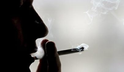 Los españoles, entre los que más fuman en Europa