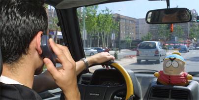 El peligro de usar el móvil mientras se conduce