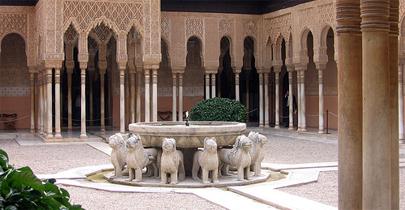 El Patio de los Leones de la Alhambra en todo su esplendor