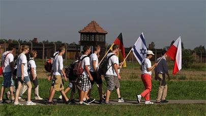 Marchan desde Auschwitz para pedir perdón por los crímenes de sus abuelos