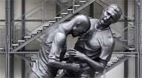 El cabezazo de Zidane inmortalizado en una escultura