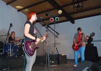 Jóvenes organizan festival rock para recaudar fondos contra el cáncer