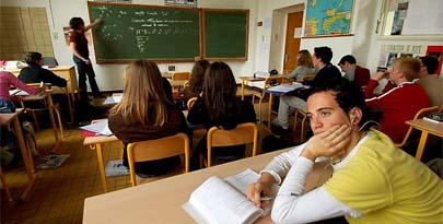 Los adolescentes, preocupados por el fracaso escolar y la crisis económica