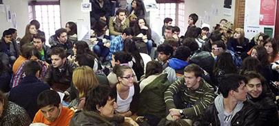 Alumnos protestan por los masivos suspensos en Arquitectura