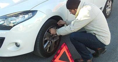Los jóvenes conductores no saben cambiar una rueda