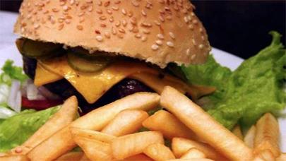 Consumir comida rápida en la infancia podría generar asma