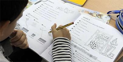 Padres y profesores abogan por repensar los deberes del cole