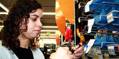 La patronal propone un nuevo contrato para jóvenes de 645,30 euros mensuales