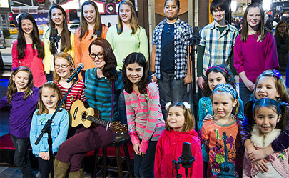 Niños de Newtown cantan 'Over the Rainbow' para recaudar fondos