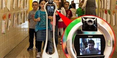 Niño de 7 años manda a su robot a la escuela para que asista por él
