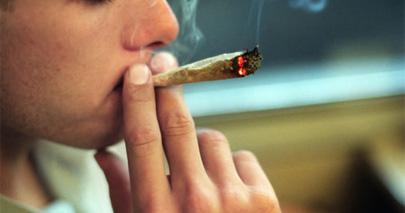 ¿Se puede conducir fumado?