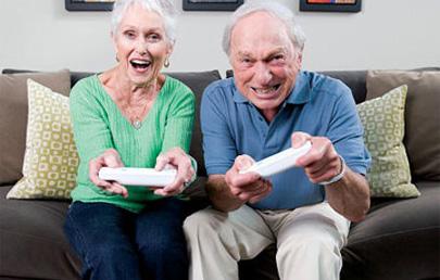 Los mayores que practican ocio digital son más felices