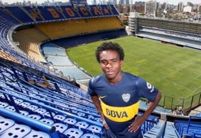 De viajar en un contenedor a jugar en Boca Juniors