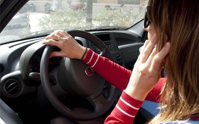 Al volante, el móvil es tan peligroso como el alcohol