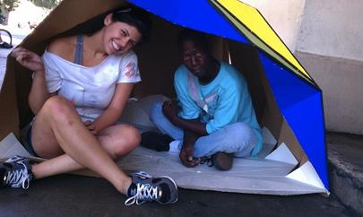 Cardborigami, refugios plegables de cartón para indigentes