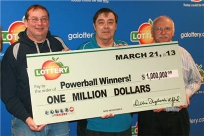 Gana la lotería y comparte el premio con sus amigos
