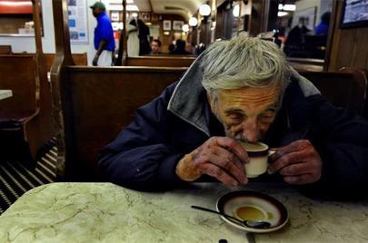 Red 'Cafés Pendientes', un café para los que no pueden pagarlo