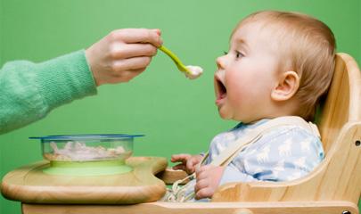 Andalucía garantizará tres comidas al día a niños desfavorecidos