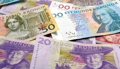 Dos jóvenes devuelven 62.000 euros que encontraron en un tren