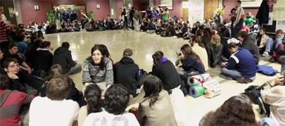 Continúan los encierros de estudiantes en la UPC y UAB