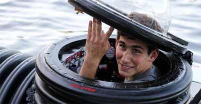 Joven de 18 años construye un submarino