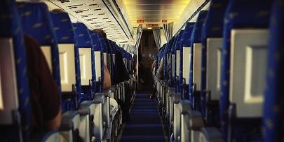 Expulsados de un avión por mal comportamiento