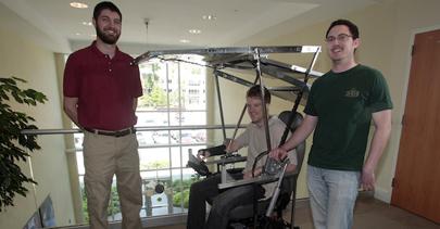 Estudiantes crean una silla de ruedas solar