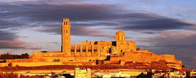 Adolescentes restauran una galería en un castillo de Lleida