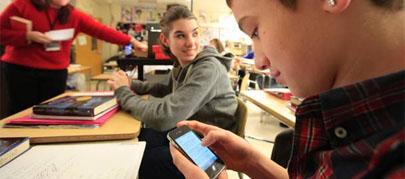 """Acceden al móvil de un alumno sin autorización """"por interés público"""""""