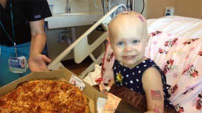 Niña enferma pidió pizzas en el hospital y la Red respondió enviándole centenares