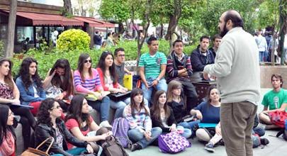 110 clases magistrales en el libro 'La Uni en la Calle'