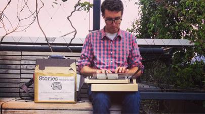 De ganarse la vida con su máquina de escribir en un parque a fenómeno meme