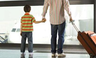 Crean una empresa para acompañar a menores de viaje por España