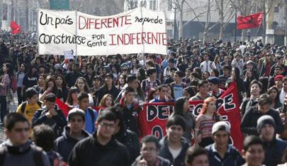 """Estudiantes chilenos se manifiestan """"contra la educación de Pinochet"""""""