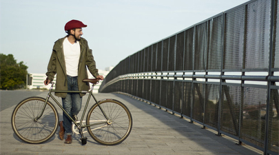 Empresa española crea cascos plegables para bicicleta