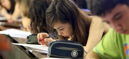 Miles de estudiantes madrileños deberán devolver sus becas