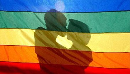 Expedientado un profesor por vincular homosexualidad y vicio