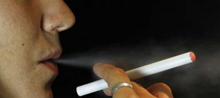 El cigarro electrónico tienta a los jóvenes a fumar según un estudio