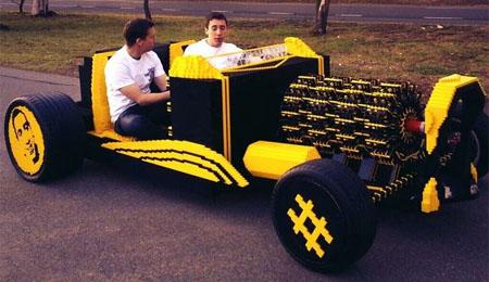 Un automóvil construido con 500.000 piezas de Lego