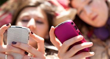 Cuatro de cada diez usuarios de WhatsApp viven enganchados a la app