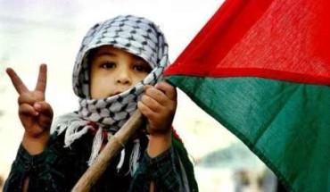 Niños palestinos escriben a la ONU para recuperar un balón caído en zona israelí