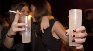 Aumenta el consumo de alcohol adulterado entre los jóvenes