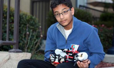 Niño de 12 años crea una impresora braille con piezas de Lego