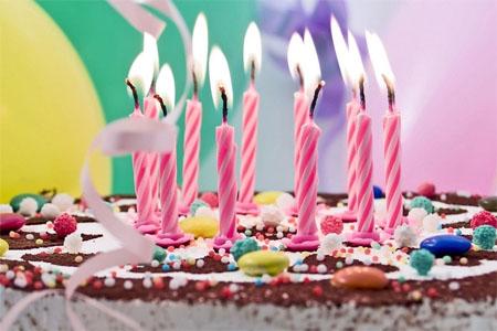 Alumnos sorprenden a profesor que no recordaba su última tarta de cumpleaños