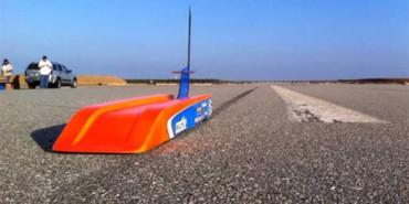 Construido un coche de radiocontrol que alcanza los 300 km/h