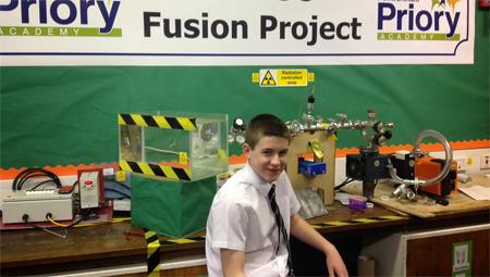 Adolescente construye un reactor de fusión nuclear en clase